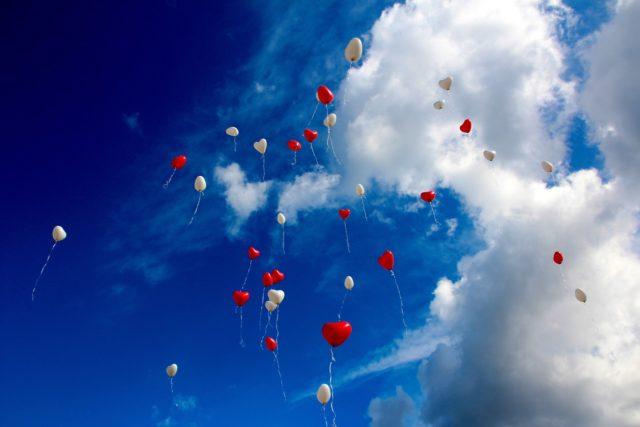 風船が飛んでいく