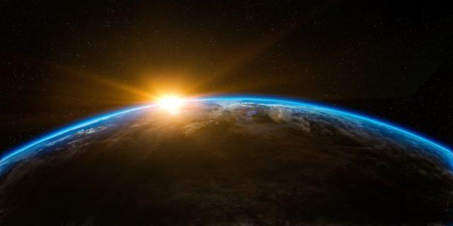 地球の向こうから太陽