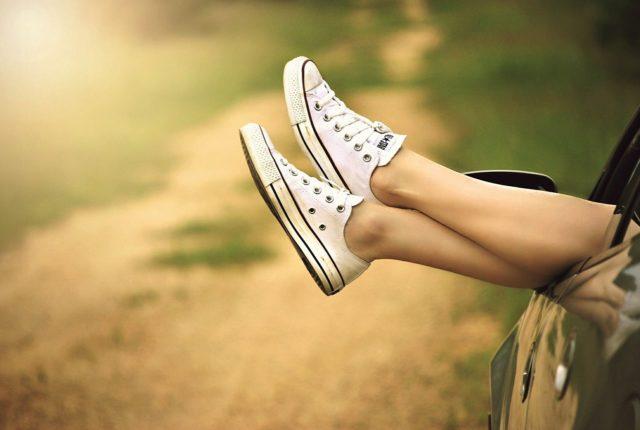 靴を履いた足